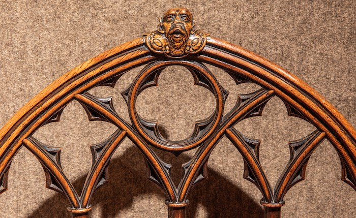 Frame decoration in wood